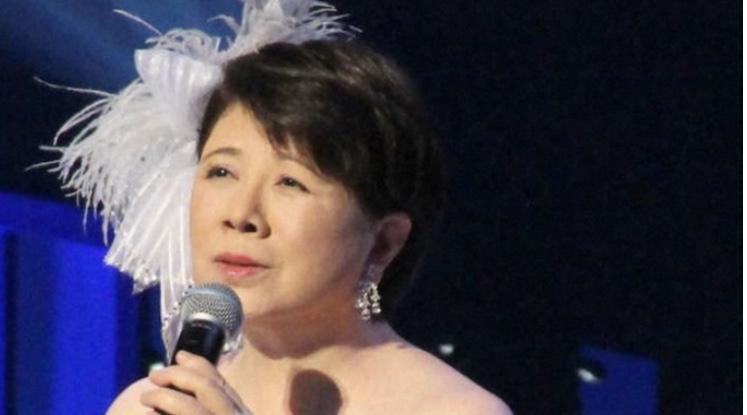 森昌子、ファンの前で涙の引退報告