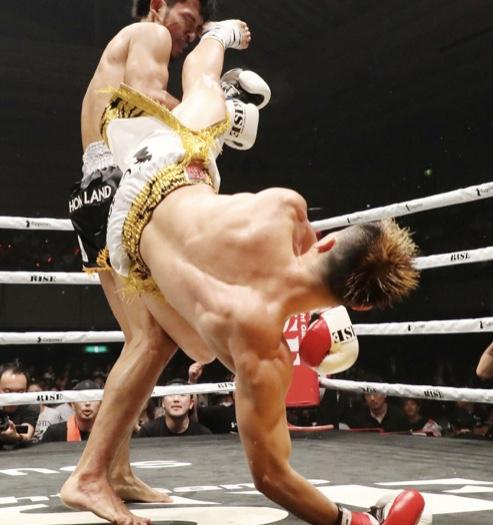 衝撃の那須川、回し蹴りで「相手の骨が見えてた」
