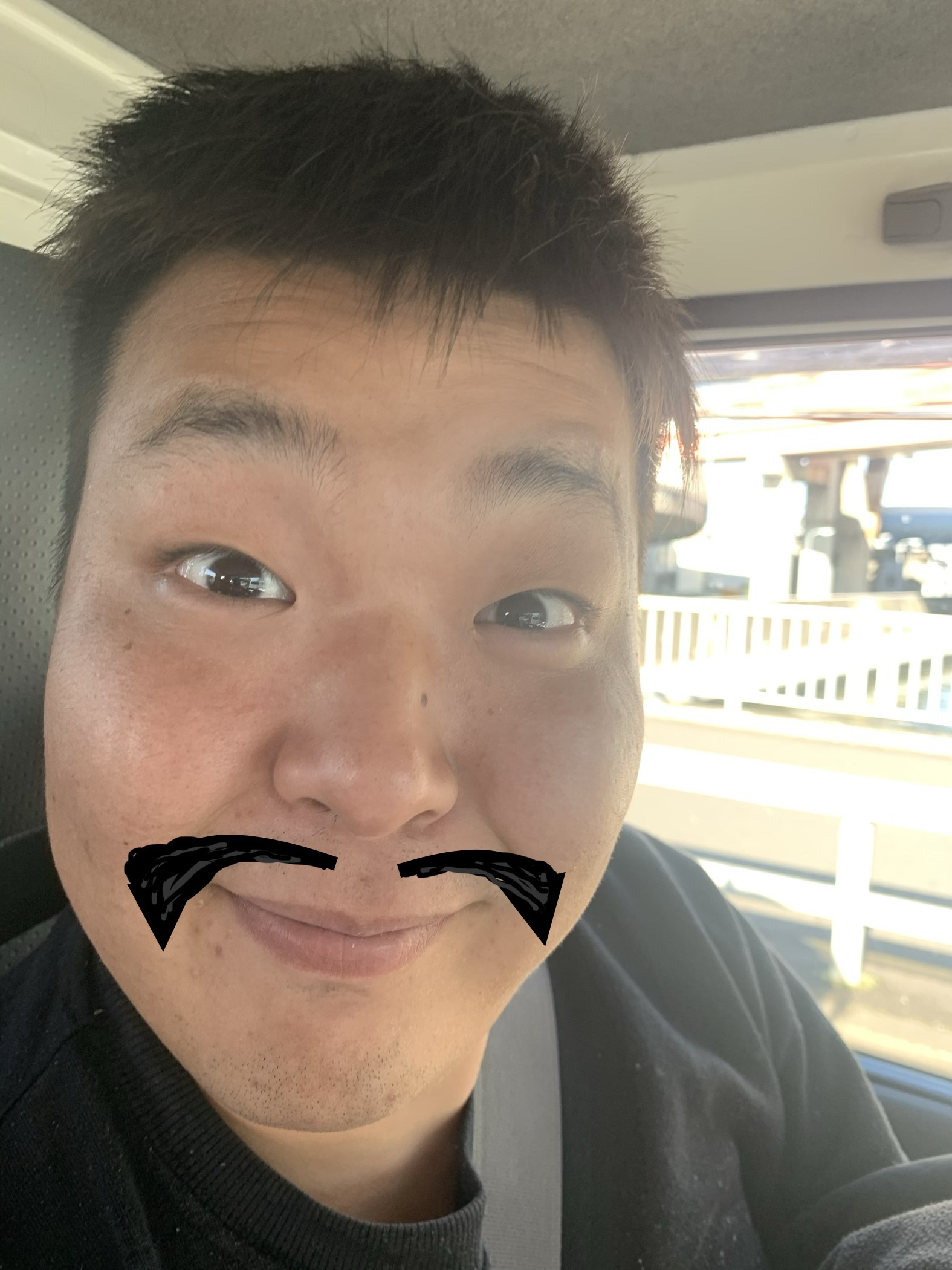 岡やん、髭伸ばしてみました…