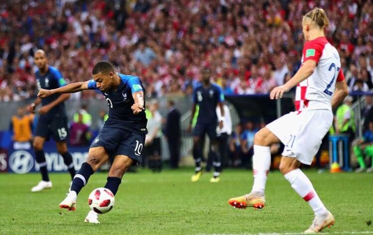 ロシアW杯決勝はフランスが4-2でクロアチアに勝利 58年大会の7ゴールに次ぐ得点数
