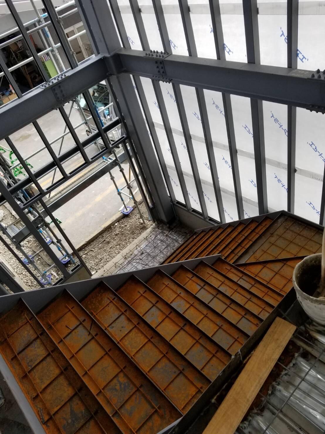 階段モルタル現場…