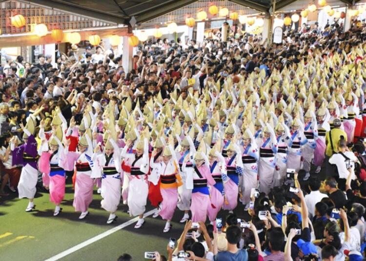 徳島阿波おどり、市に反発し独自に「総踊り」決行 対立激化