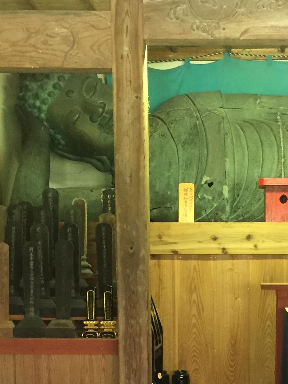 銅造釈迦涅槃像