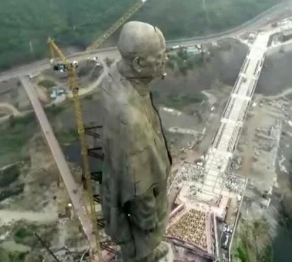 """インドで""""世界最大の立像""""が完成、高さ240メートル"""